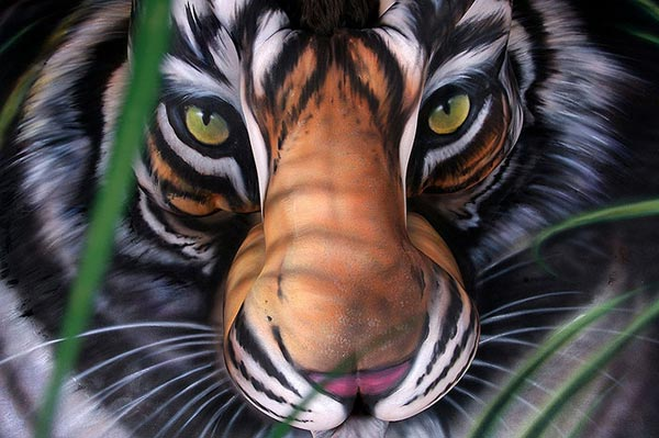 amazing-body-painting-tiger-group