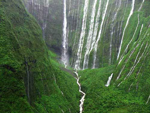 top-10-rainiest-places-on-earth-Mount-Waialeale