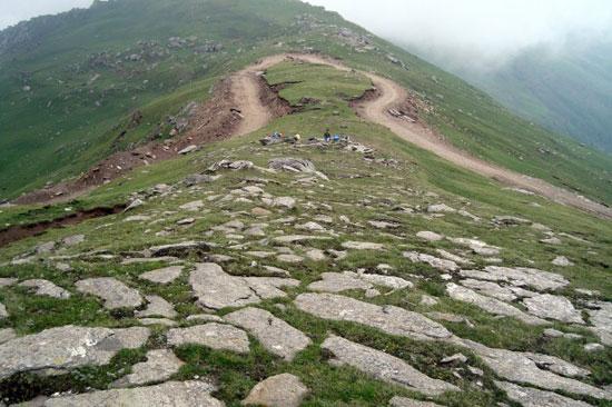 13-high-altitude-mountain-passes-Chanshal-pass