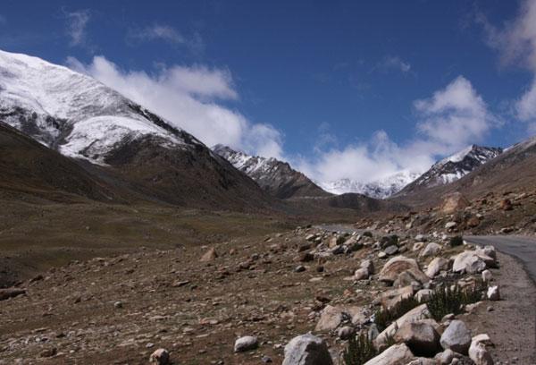 13-high-altitude-mountain-passes-Khardung-La-Pass