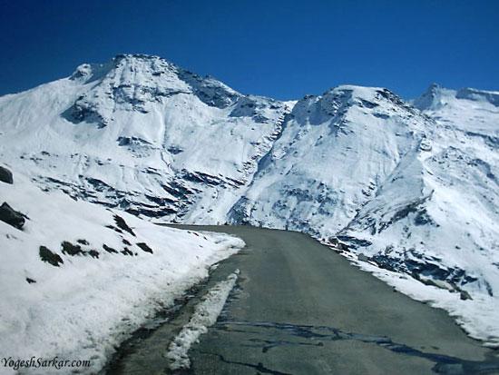 13-high-altitude-mountain-passes-Rohtang-pass-Manali-(1)