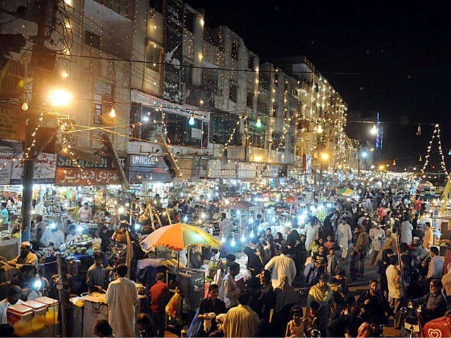 9-reason-to-visit-pakistan-Lahore_Market_anarkali