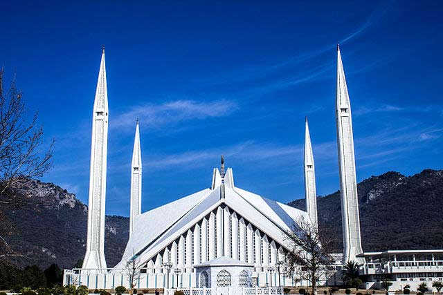 9-reason-to-visit-pakistan-Shah_Faisal_Mosque_Front_View_winter