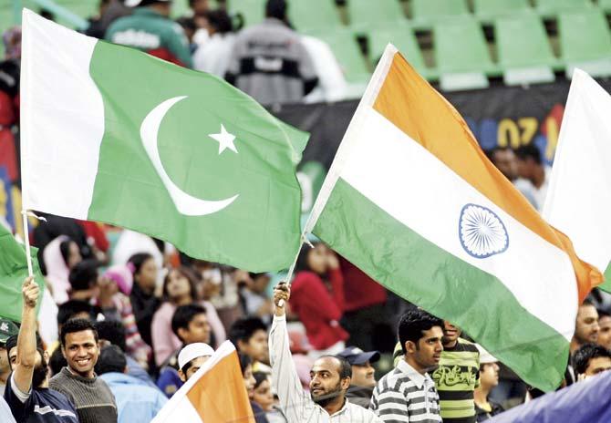 9-reason-to-visit-pakistan-india_pakistan_cricket_fans
