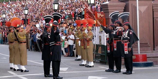 international_border_at_wagah_evening_flag_lowering_ceremony