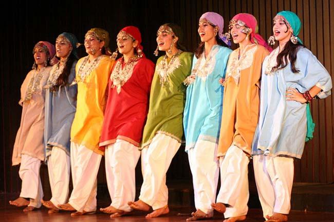kashmiri_girls_folk_dance