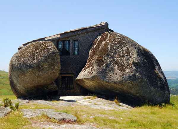 top-7-most-secluded-homes-in-world-Casa-do-Penedo-House-of-Stone