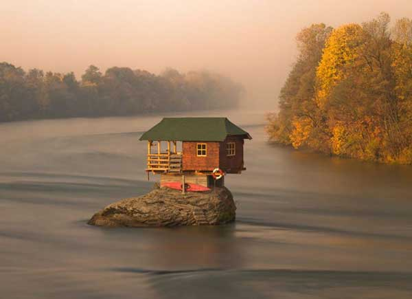 top-7-most-secluded-homes-in-world-House-on-the-Drina-River