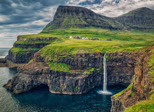 top-7-most-secluded-homes-in-world-Village-of-Gasadalur