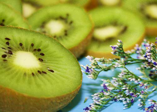 6-foods-for-younger-looking-skin-kiwi
