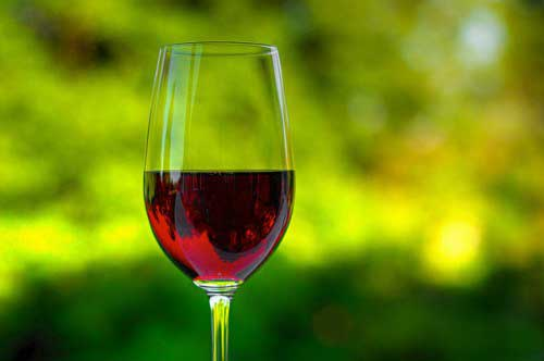 6-foods-for-younger-looking-skin-red-wine