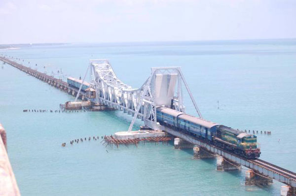india-most-beautiful-rail-tours-sea_bridge_route