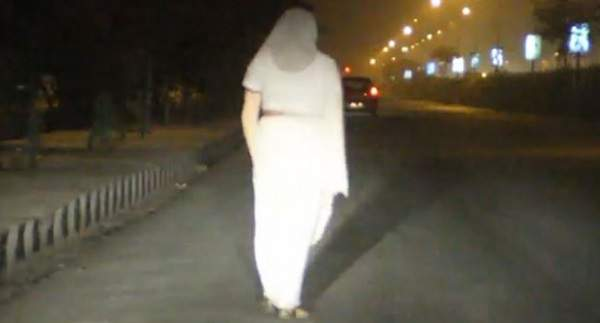 women-in-white-sari-gurgaon