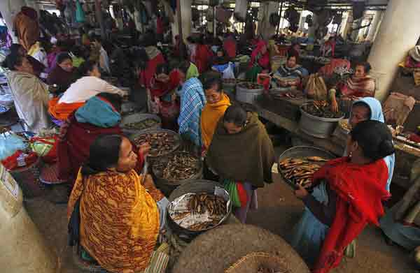 local-dish-sale-in-ima-market
