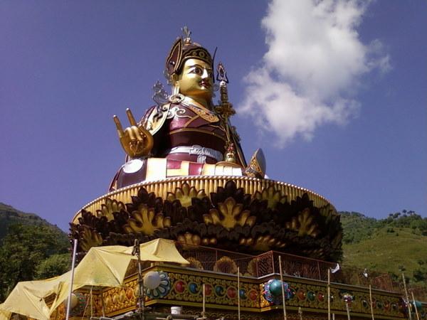 statue-of-padmasambhava