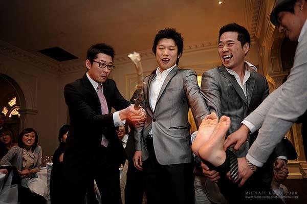 Beating-the-groom's-feet-Korea