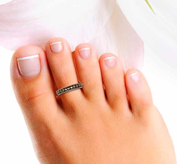 india-women-wear-bichia-toe-ring