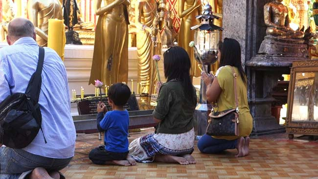 people-praying-in-temple