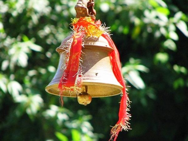 ringing-temples-bells-indian-tradition