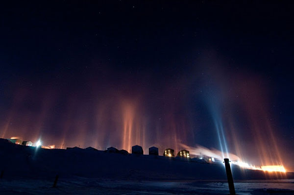 top-10-amazing-events-on-earth-light-pillars-over-moscow
