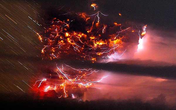 top-10-amazing-events-on-earth-volcanic-lightnin