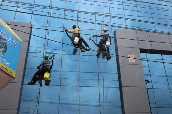 building-glass-cleaner