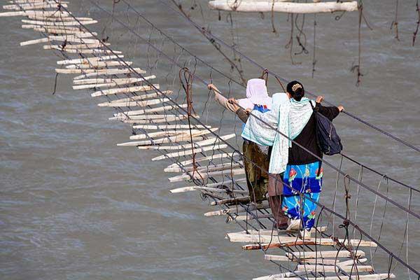hussaini-hanging-bridge,-pakistan