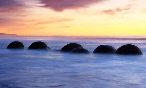 spherical-boulders-in-new-zealand