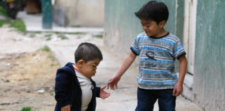 world-smallest-people-edward-nino-hernandez
