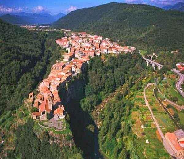 केस्टेलफोलिट डे ला रोका kestelfolit-de-la-roca-village