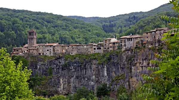 केस्टेलफोलिट डे ला रोका village-in-span